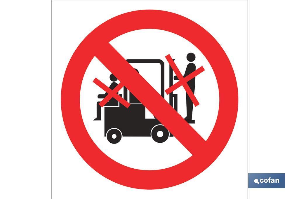 Prohibido personas en carretillas