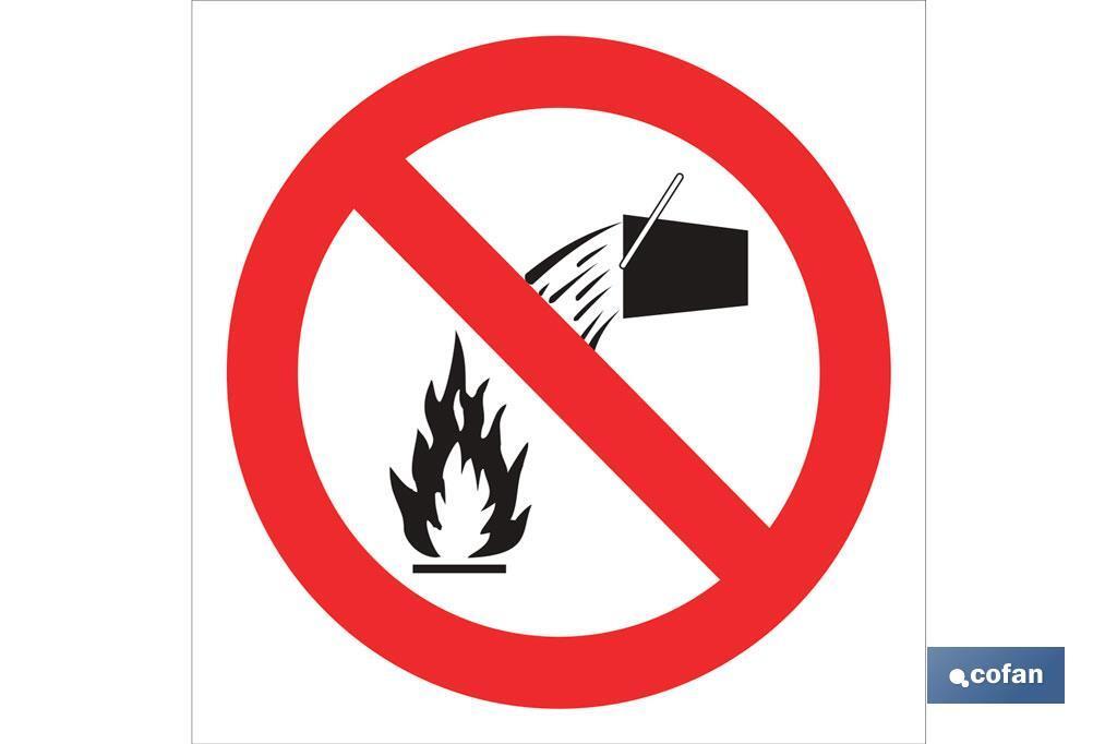 Prohibido apagar fuego con agua