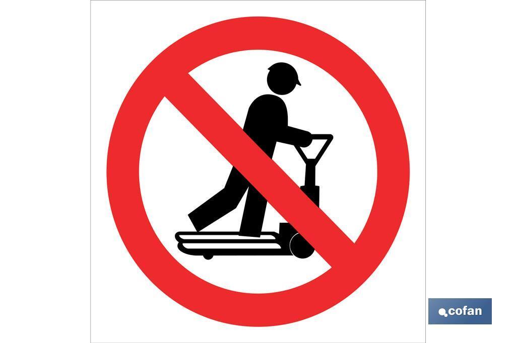 Prohibido subir transpalet