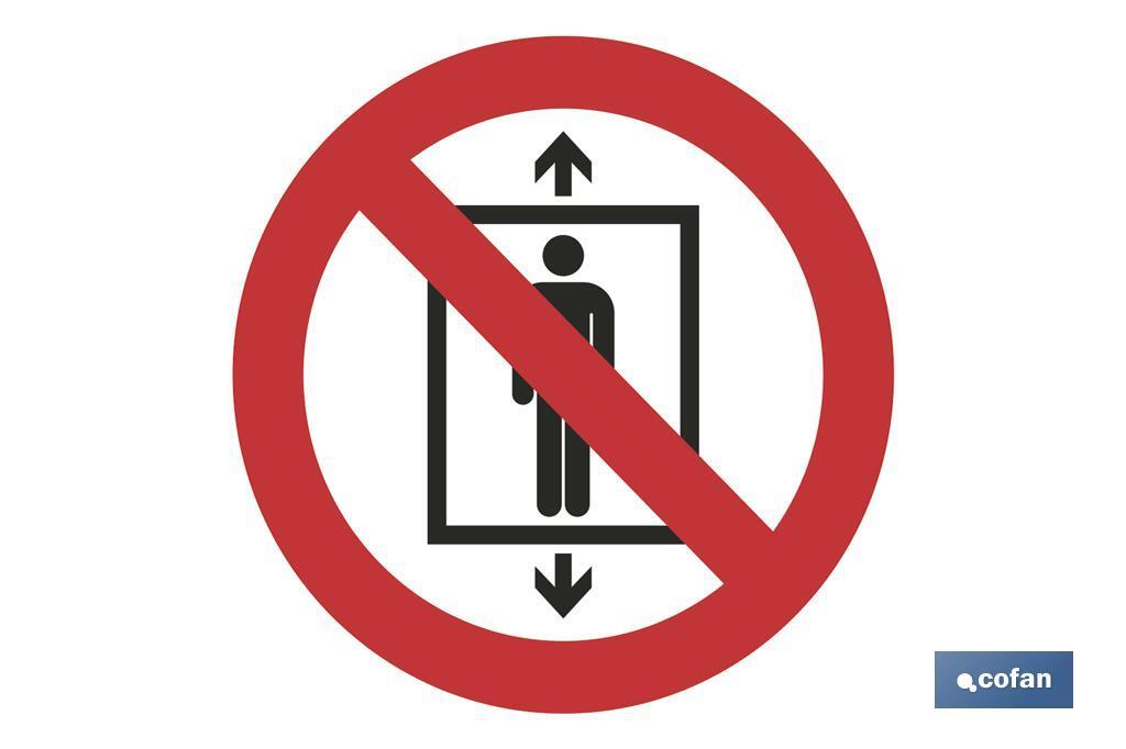 Prohibido personas montacargas